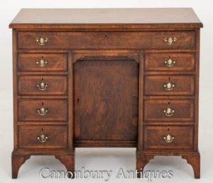 古色古香的核桃格鲁吉亚膝盖孔书桌大约1900年